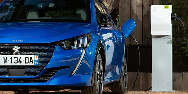 Peugeot e-208 prise recharge