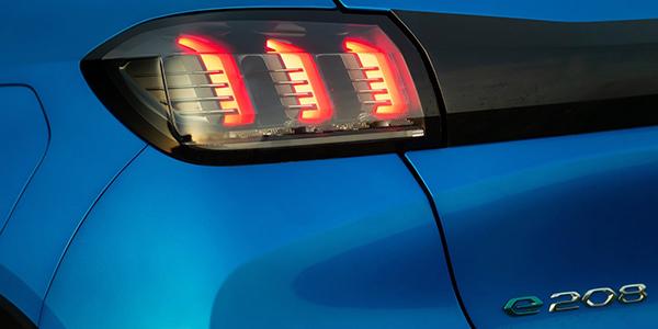 Peugeot e-208 phare
