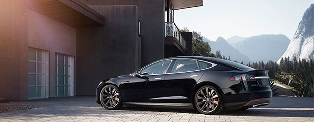 tesla model s une nouvelle version haut de gamme plus autonome. Black Bedroom Furniture Sets. Home Design Ideas