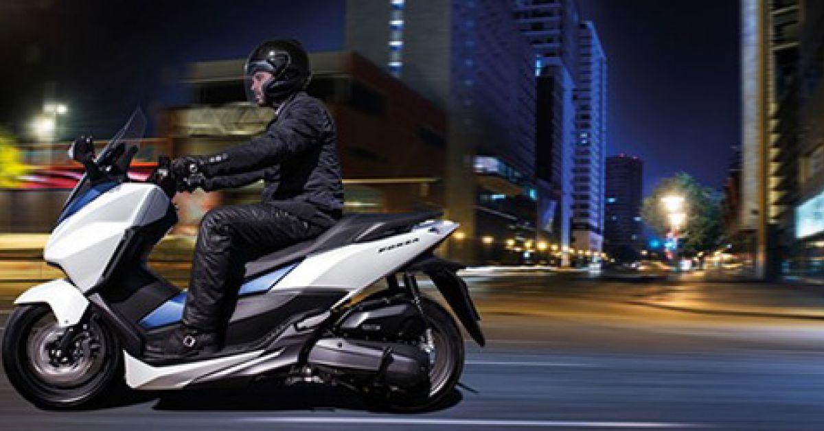 honda forza yamaha xmax suzuki burgman 3 scooters gt 125 cm qui se prennent pour des grands. Black Bedroom Furniture Sets. Home Design Ideas