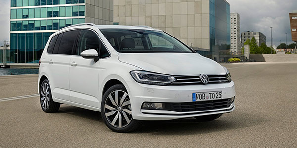 sharan touran tiguan et golf sportsvan les familiales par volkswagen. Black Bedroom Furniture Sets. Home Design Ideas